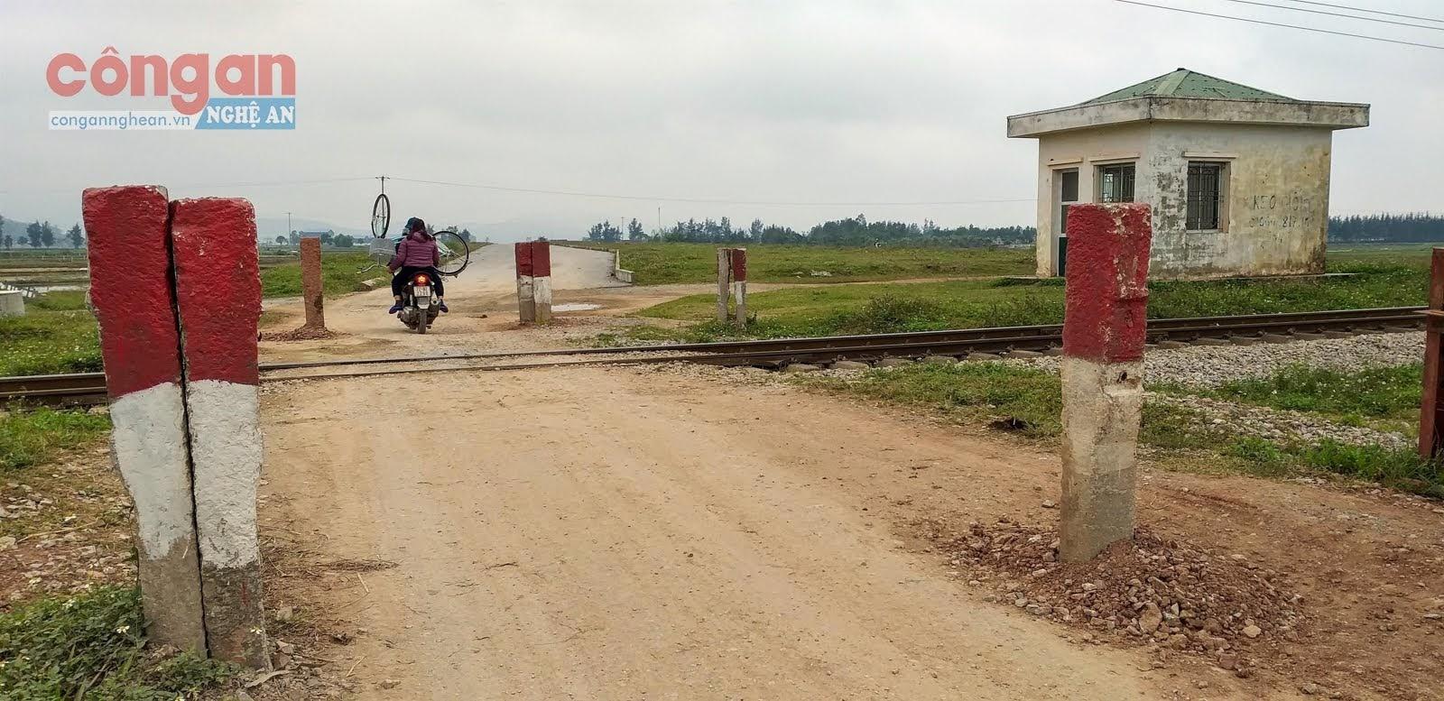 Điểm giao cắt đường bộ, đường sắt không có người  trông coi gác chắn rất dễ xảy ra tai nạn giao thông