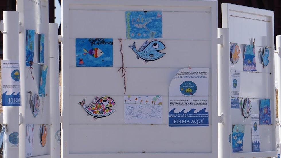 Diferentes dibujos colocados en un panel dedicados a Gabriel