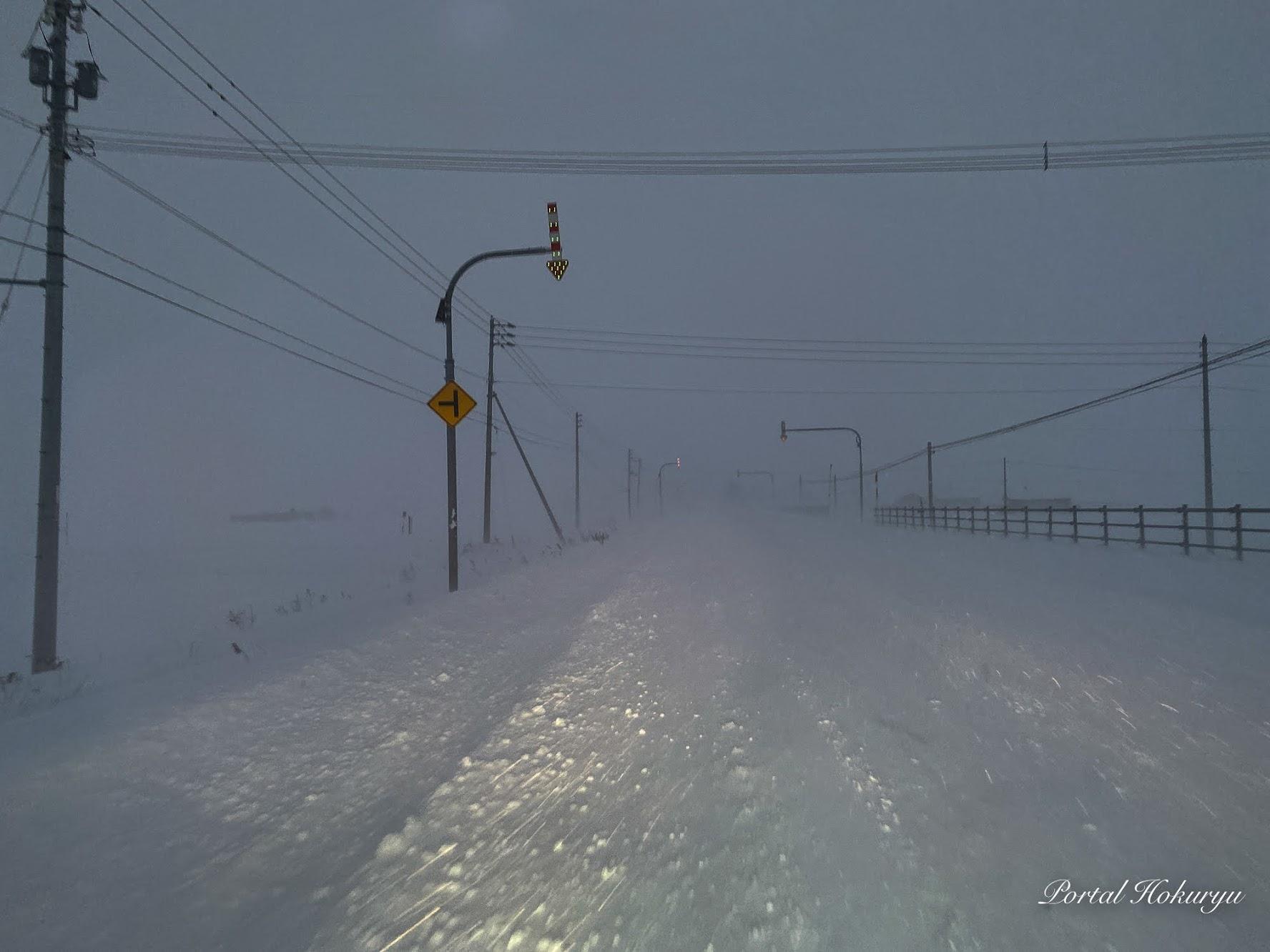 視界を閉ざす冬道