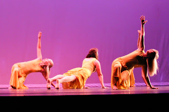 Photo: Listen Choreographer: Jasmine Crosby Dancers: Jasmine Crosby, Natalie Fortie, Angie Hansen, Melissa Holm and Janeen Martin Photo By: Stan Plewe
