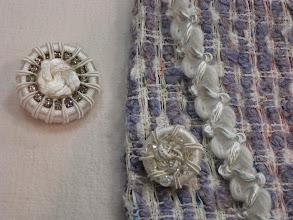 Photo: Ткань : Шанель ш.140см. цена 4800руб. Ткань шерсть стрейч ш.135см. цена 3200руб. тесьма цена 550 руб ,пуговицы D 3cм.цена 500руб ,d 2cм.цена 300руб
