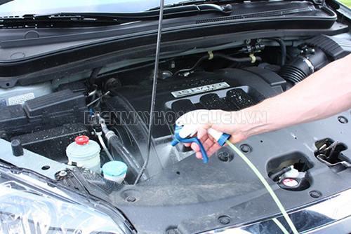 rửa khoang máy xe ô tô còn giúp bảo vệ chi tiết máy