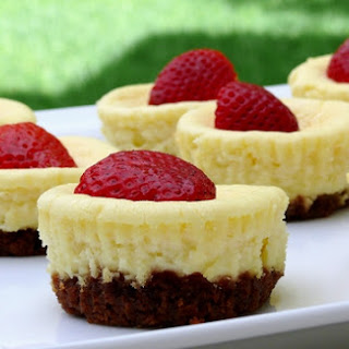 Mini Baked Cheesecakes with Strawberries