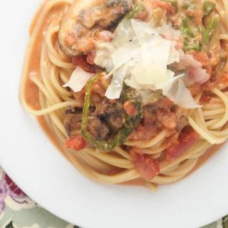 Creamy Tomato, Mushroom, and Spinach Pasta
