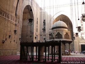 Photo: Szultán Husszein Mecset, belső udvar