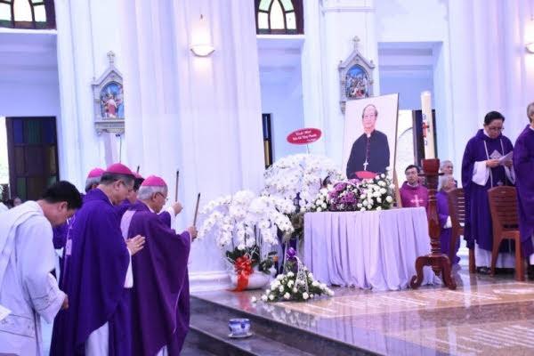 Lễ giỗ 100 ngày Đức cố Tổng Giám mục Phaolô Bùi Văn Đọc