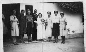 Photo: Bödők Mária, Mészáros Kálmán, Alsó utca, 1941-es esküvője  Bödők Teri, Kollár Gizi, Szűcs Lenke, M.K. és B.M., Papp Hermina, Décsi Etus, Bödők Etus