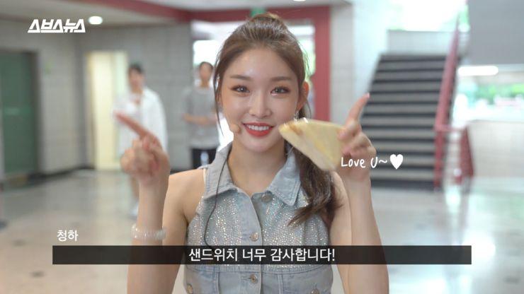 Chungha-Inkigayo-sandwich