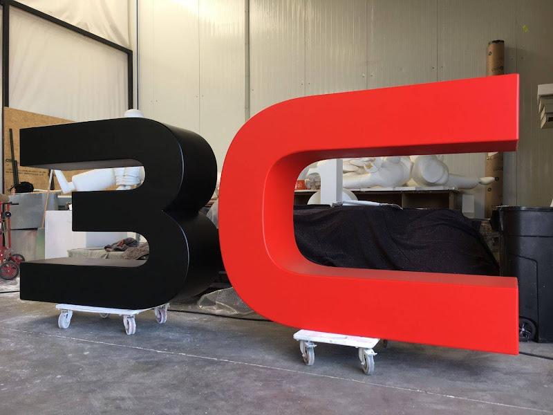 3D letters & logo's uit EPS en XPS - 3D logo met polyurea coating opgeschuurd en gelakt in kleur