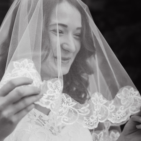 Wedding photographer Ekaterina Guzanova (fotorinag). Photo of 07.05.2017