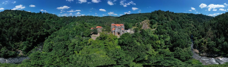 Vista aérea del monasterio de San Lourenzo de Carboeiro en Silleda
