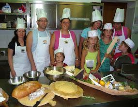 Photo: I cuochi davanti agli ingredienti