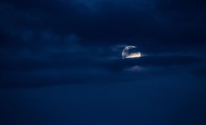 Blu sky - light moon di Alessandro Bonesso