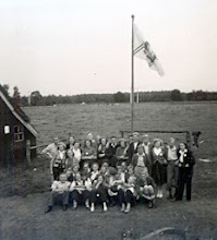 Photo: Bij de v.c.j.c. vlag 1951 te Hooghalen