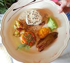 Foto: Pavé de Bœuf, sauce poivre vert duo de purées et légumes de saison.