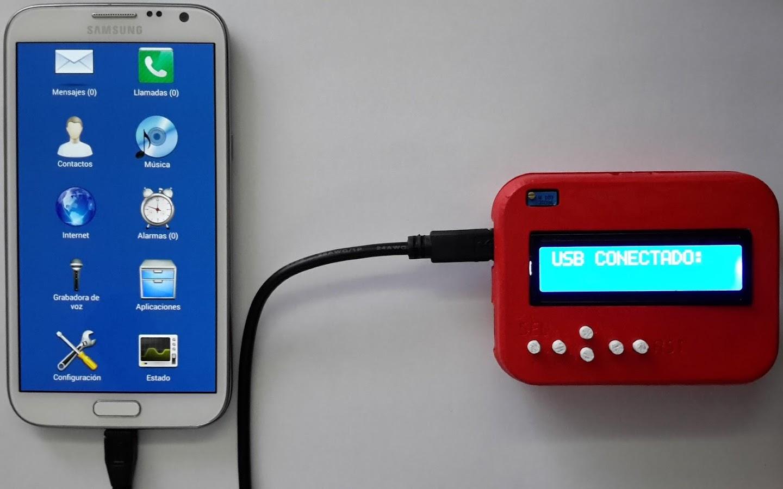 Teléfono Samsung ejecutando Blind Communicator y conectado por medio de un cable USB a Mobility Launcher