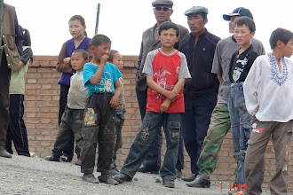 Photo: Locals in border village