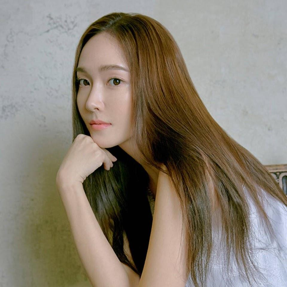 rs_600x600-190730002955-e-asia-jessica-jung-net-a-porter-1