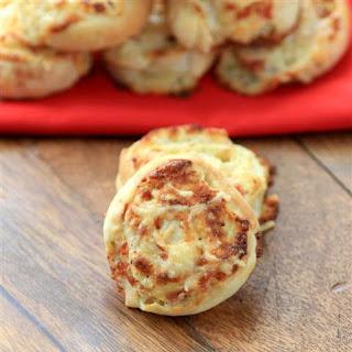 Cheesy Pizza Wheels #BreadBakers