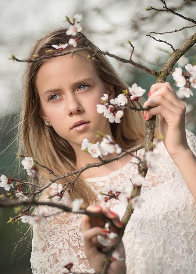 Spring Girl by Daniel Venter - Babies & Children Child Portraits ( child, children portrait, model, girl, buds, springtime, spring, portrait )