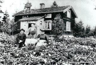 Photo: Tallskogen 1910. Nils Nilsson o hans fru Lovisa
