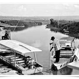 boat by Muhammad Mutho'i - Black & White Landscapes