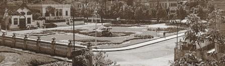 Photo: Praça Visconde do Rio Branco, em frente ao Palácio Amarelo, que na época desta fotografia, ainda não existia. Os dois prédios à esquerda da imagem também já não mais existem. Em seu lugar hoje está o prédio do Centro de Cultura Raul de Leoni. Foto sem data