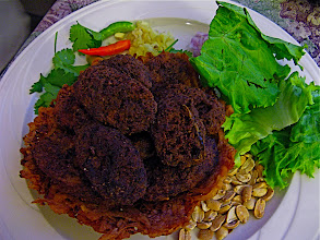 Photo: fried sour sausage on crispy taro basket