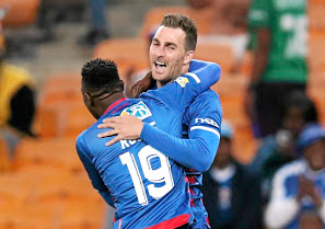 Advantage Matsatsantsa: Bradley Grobler celebrates with SuperSport teammate Evans Rusike after scoring the winner. Picture: MUZI NTOMBELA/ BACKPAGEPIX