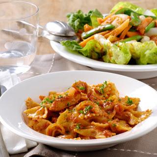 Basilicum Pasta Met Kip En Een Salade Van Asperges En Pesto