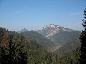 Photo: 16.Nowa Góra (902 m) i Trzy Korony (982 m). W dole oczywiście Dunajec.
