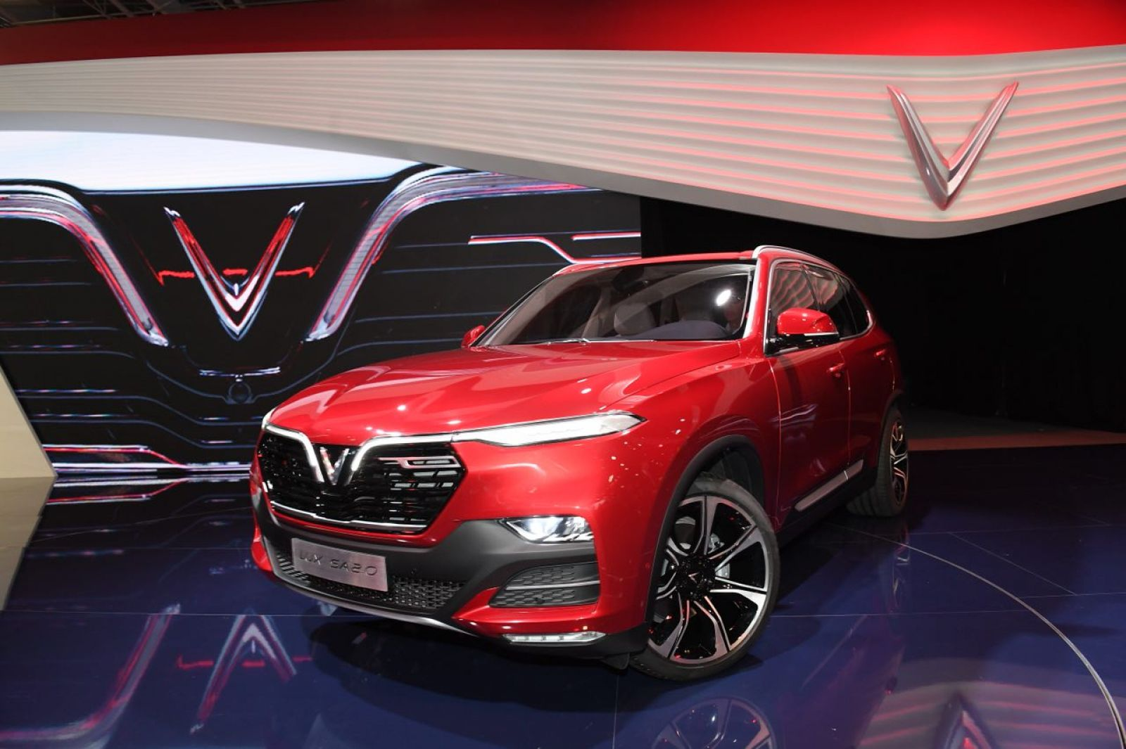 Chi tiết mẫu xe SUV VinFast Lux SA2.0 vừa ra mắt tại Paris Motor Show 2018
