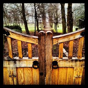Gate downwards #pixoto #Fulneck #sarahlaurel by Sarah Laurel - Instagram & Mobile Instagram