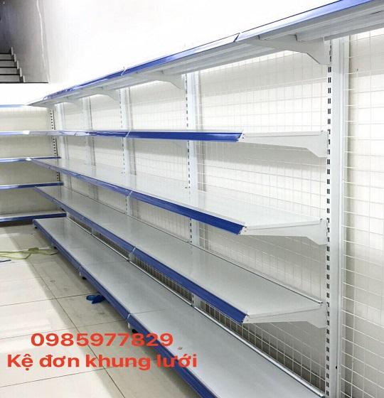 Đặt kệ siêu thị ở nơi khô ráo