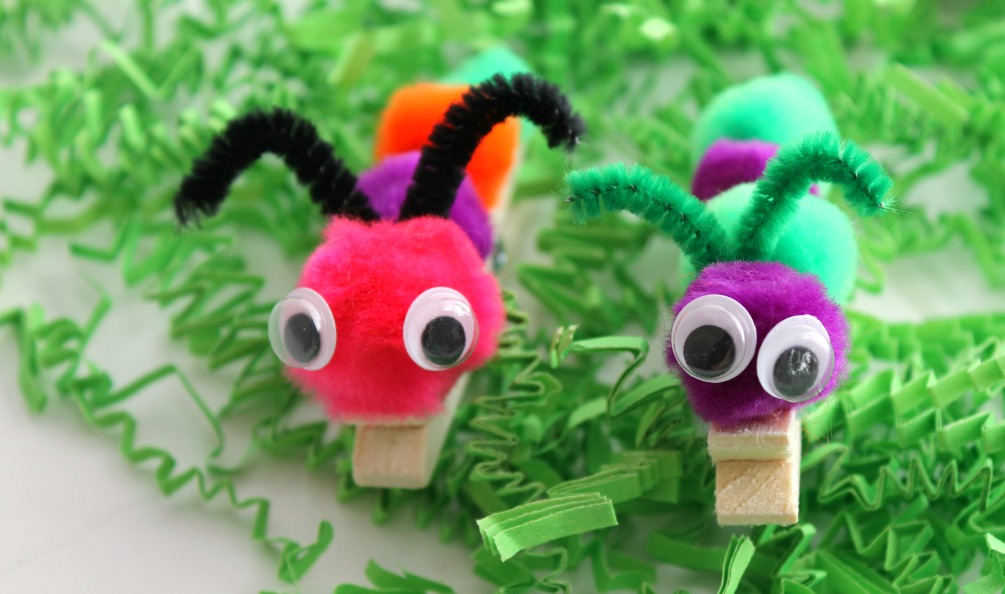 Adorable clothespin critters!  These cute little caterpillars are easy clothespin crafts.