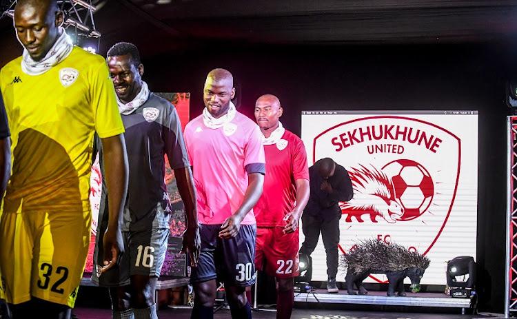 Sekhukhune联合球员展示新的套件在Malonjeni旅客Farm于2020年11月5日在约翰内斯堡。