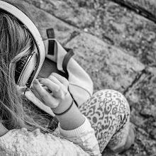 Photo: listen II...  #street #streettogs #streetphotography #shootthestreet #blackandwhite #bw #monochrome