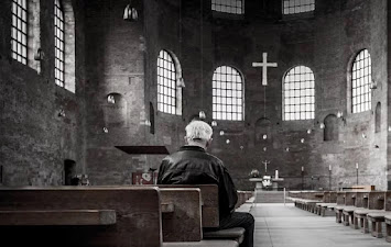 Impuls_Titelfoto_Kirchenraum.jpg