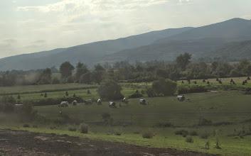 Photo: Výhled z vlaku, Rumunští kočovníci. Paráda