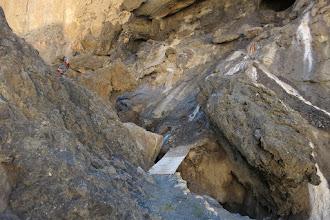 Photo: Remontée de la Chaka khola (franchissement du l'étroit goulet aménagé)