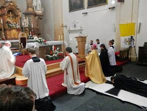 Photo: Chvíle prostrace a modlitby litanií ke všem svatým, kteří mají profesovi vyprosit potřebné milosti pro budoucí zasvěcený život.