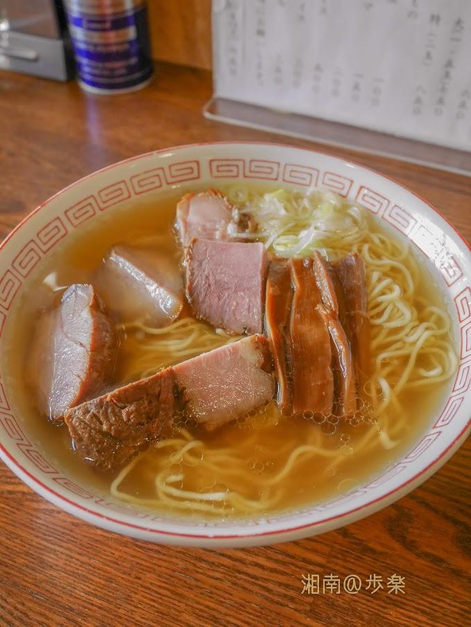 はじ焼豚そば@750 清湯のスープがシンプルで異彩