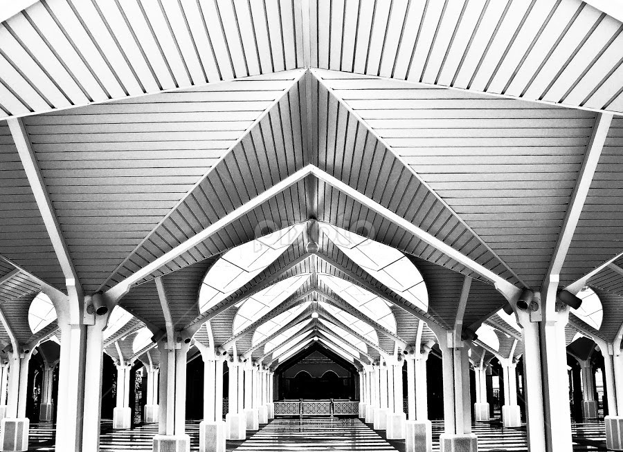 Brain's Perspective by Azihan Yusoff - Buildings & Architecture Other Interior ( azihanyusoff, interior, klcc, mosque, black & white, white, perspective, architecture, black, kuala lumpur )