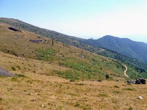 Photo: Scendendo dal Col de la Cirère, 1731m: le miniere di Batère ed una antica torre di guardia... lo so, la foto fa schifo!