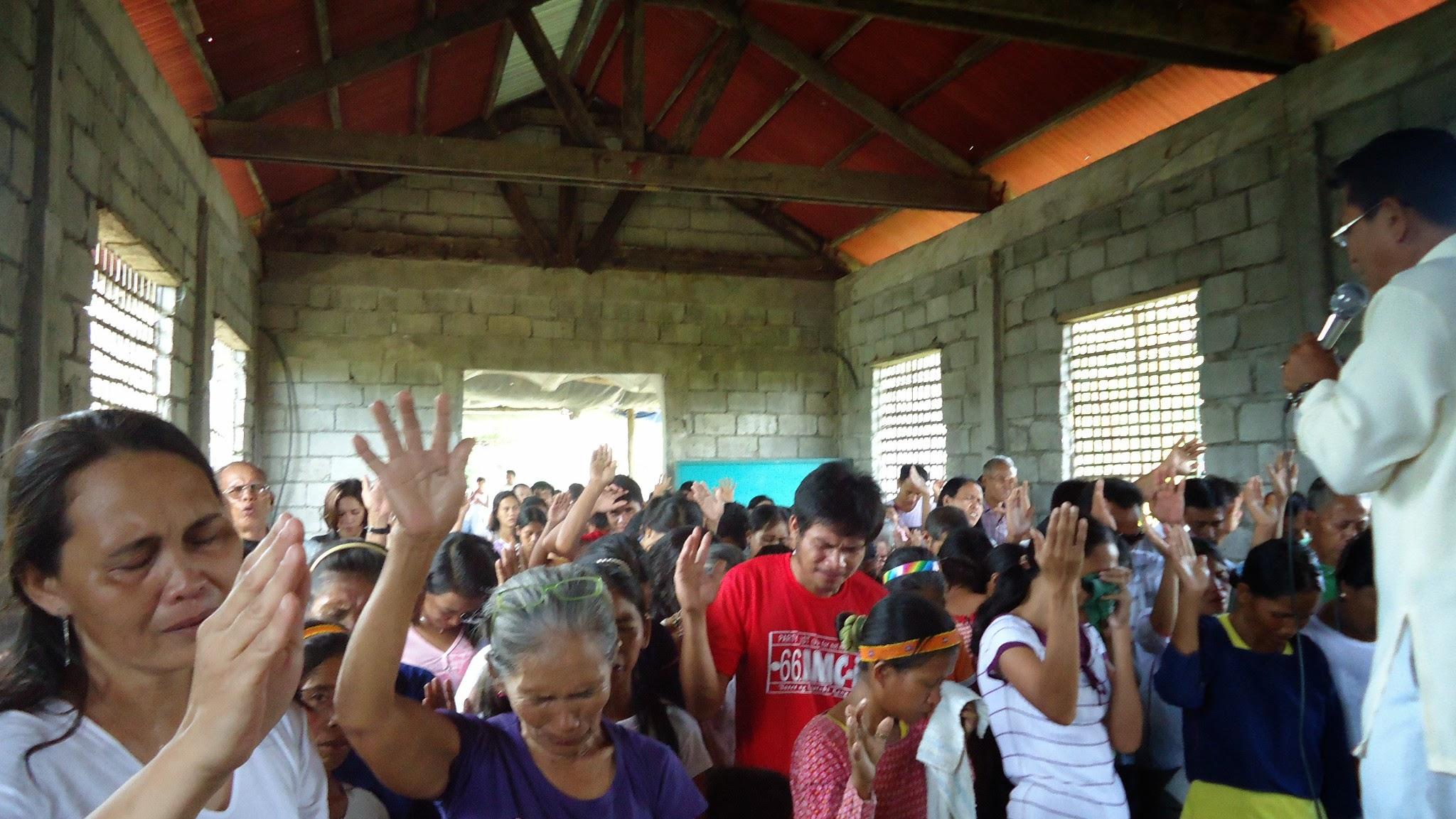 Photo: Ensimmäinen kokous menossa ja pastori Edwin Sonio saarnaa.