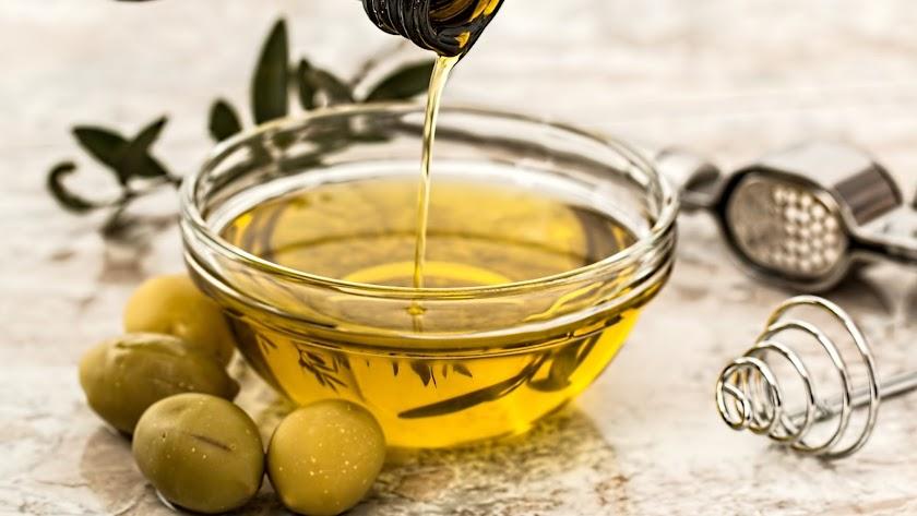El Hospital de Jaén va a estudiar los beneficios del aceite de oliva para frenar el avance de la Covid-19.