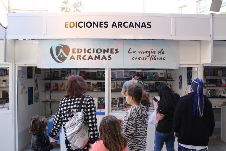 Stand de Ediciones Arcanas.