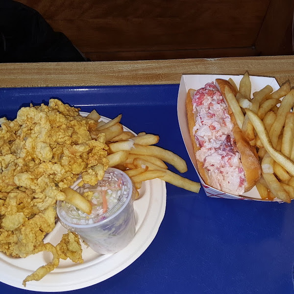 I Haven't had Fried Clam's in 2yrs.  Not sure what took me so long... Woodman's Gluten Free Fried Clam's and Gluten Free Lobster Roll.. So Yummy!
