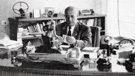 José Artés de Arcos en su despacho de la fábrica almeriense en 1969.
