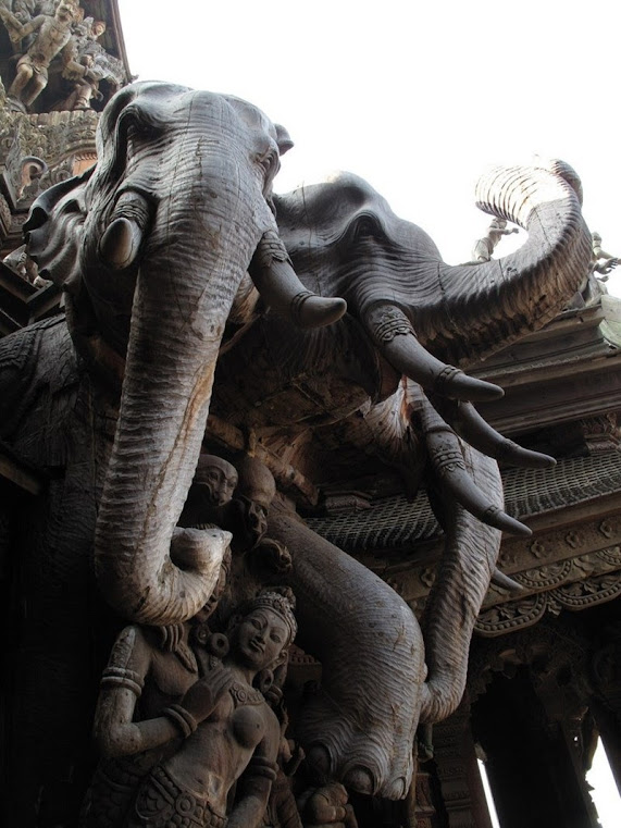 Santuário da Verdade, o templo de madeira da Tailândia